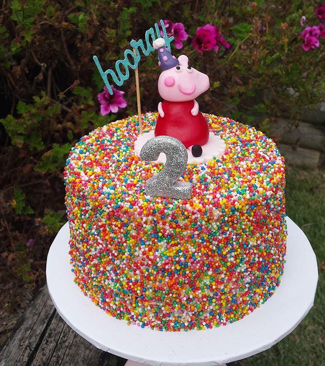 Hooray for Peppa Pig! #peppapigcake #peppapig #peppa #sydneycakes #cakesofinstagram #instacake #cake