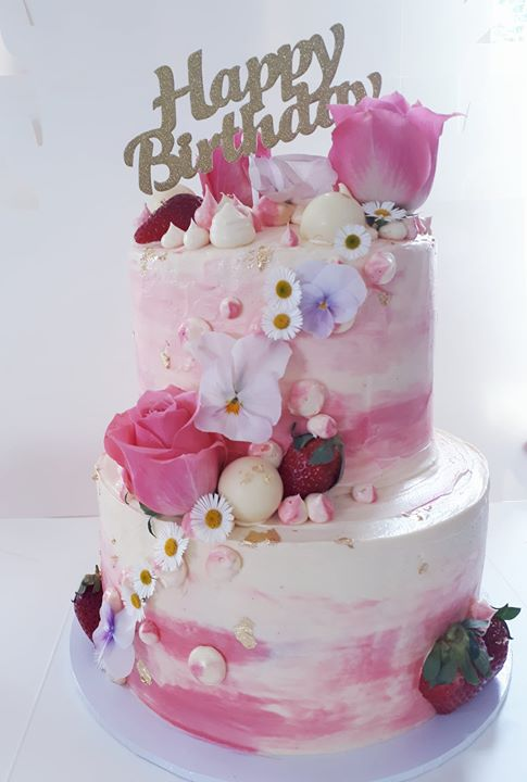 Pretty pink vanilla and raspberry cake