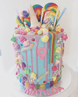 This cake reminds me of chief Wiggum singing Sunshine, lollipops and rainbows everywhere..