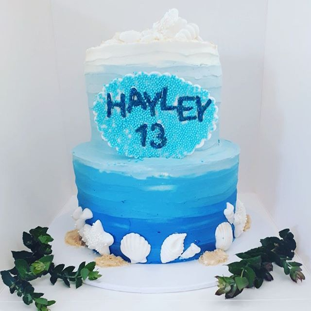 Pretty under the sea cake with matching cookies & cake pops #underthesea #cakesbyheidi #beachcake