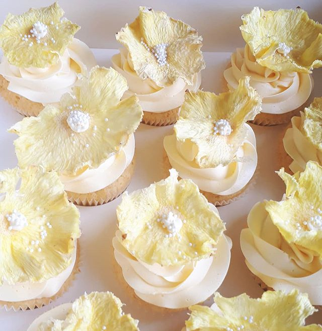 Lemon curd cupcakes with beautiful fresh