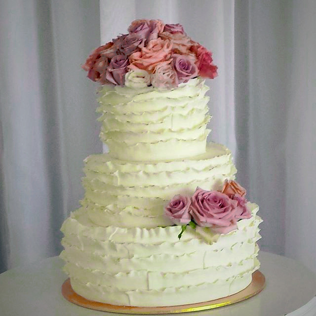 This_weekends_wedding_cake._Congratulations_Rosemary_and_Kent_💕_#cakesbyheididorber.com_edited