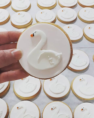 110 swan cookie favours to finish the we