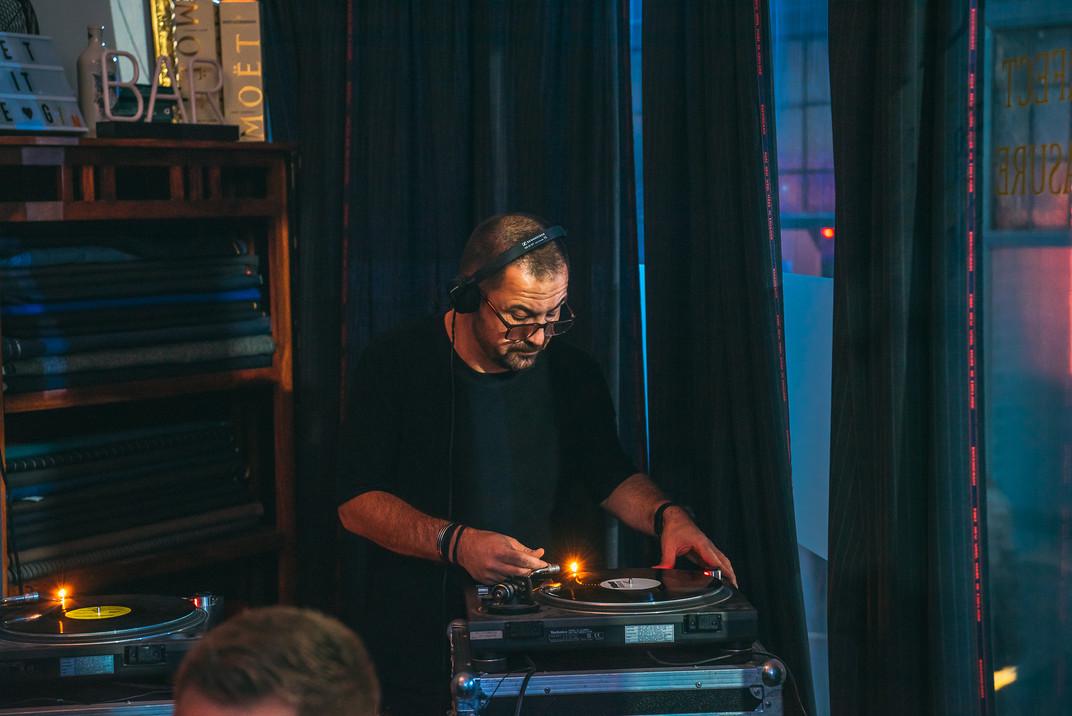 DJ Tailors Gin