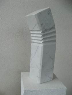 Skulptur1_332x442.jpg
