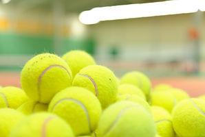 テニスボールの山