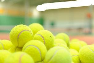 Pile de balles de tennis
