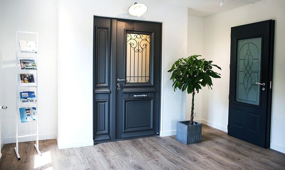 Home Aménagement, est une entreprise de menuiseries et fermeture à Cormontreuil : porte d'entrée, menuiserie, portrail, porte de garage, terasse, protection solaire...