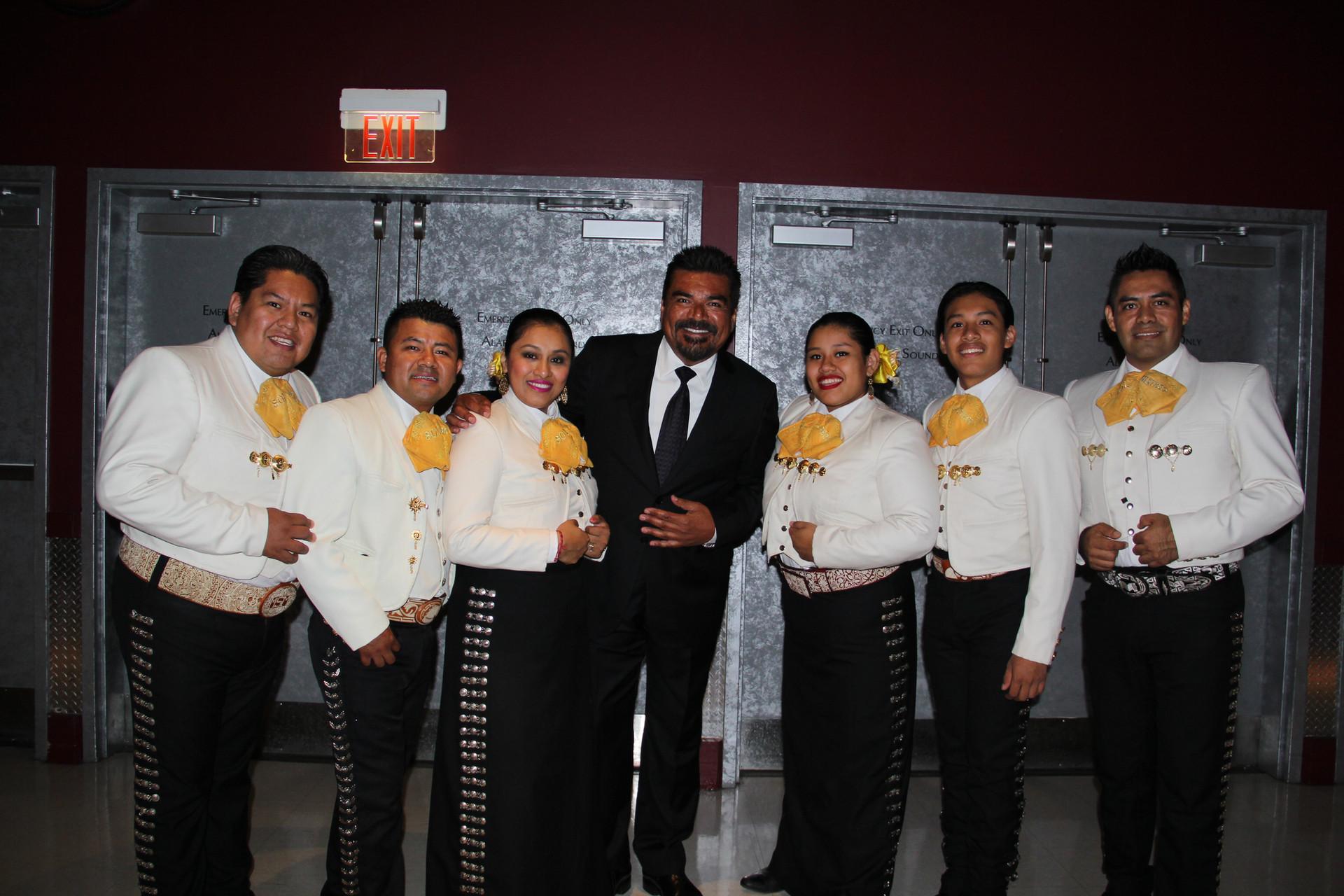 Mariachi Sol Mixteco con George Lopez