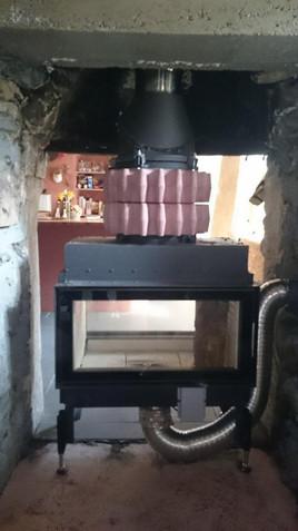 Pose d'un foyer à bois deux face + anneau d'accumulation