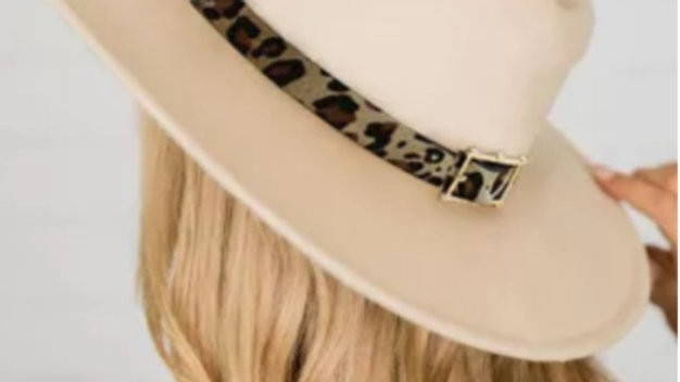 Apricot loop hat with leopard detail