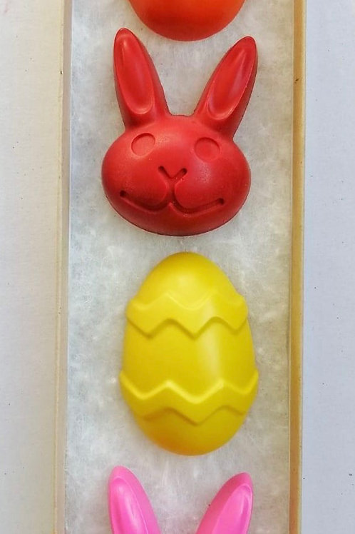 Hand poured EASTER crayons £3.99