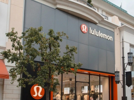 Lululemon shares positive fourth-quarter outlook