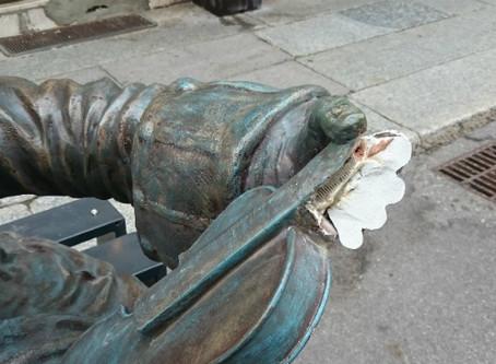 Rotta la statua di Stradivari, 'colpa' di un camion in manovra
