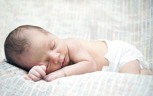 Neugeborenes Schlafen