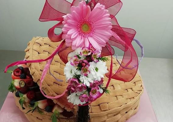 Früchtekorb🍓🎂_#frühling #flowercake #p