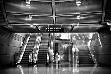 airport-architecture-black-and-white-358