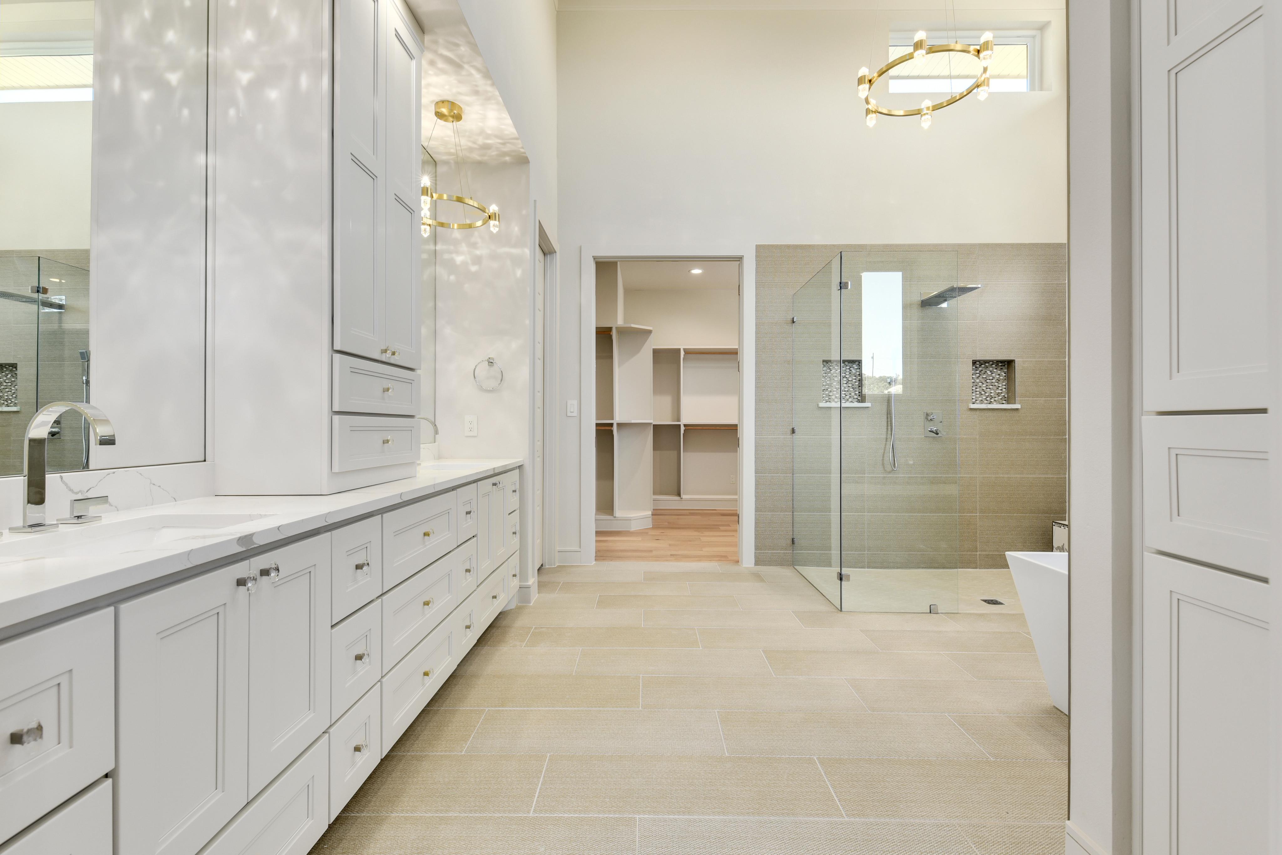 orig_109 Stephanie Lane bathroom.jpg