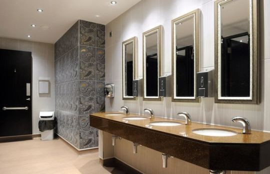 HI Win the Toilet of the Year Award for The Sir Henry Seagrave, Southport