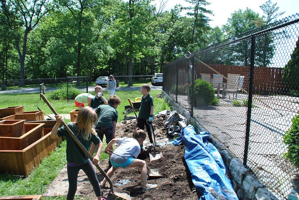 Elementary children work on the garden box project.