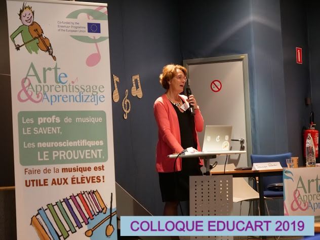 P1155073Ma%20colloque%20Educart_edited