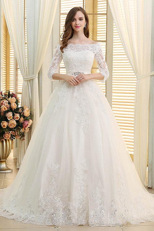 Couture Brautkleid aus edler Spitze mit Carmenausschnitt