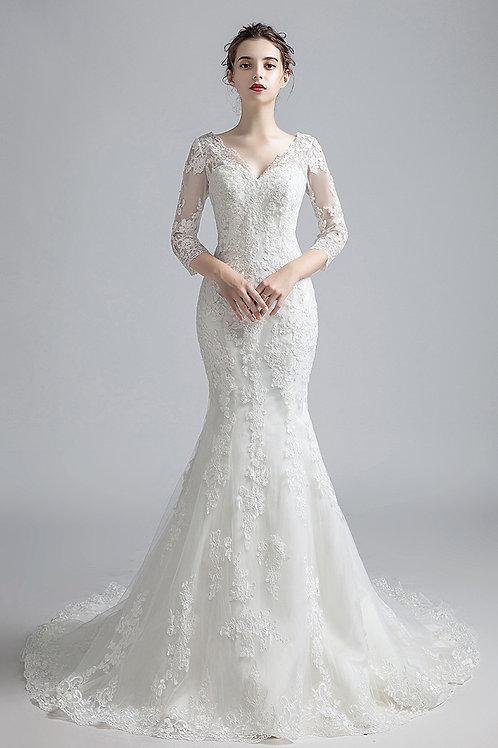 Couture Brautkleid aus edler Spitze mit Ärmel