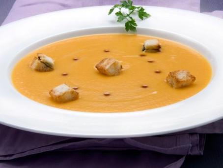 Riquísima sopa de calabaza y crutones