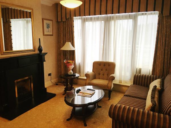 radisson-blu-st-helens-yew-suite-sitting-room