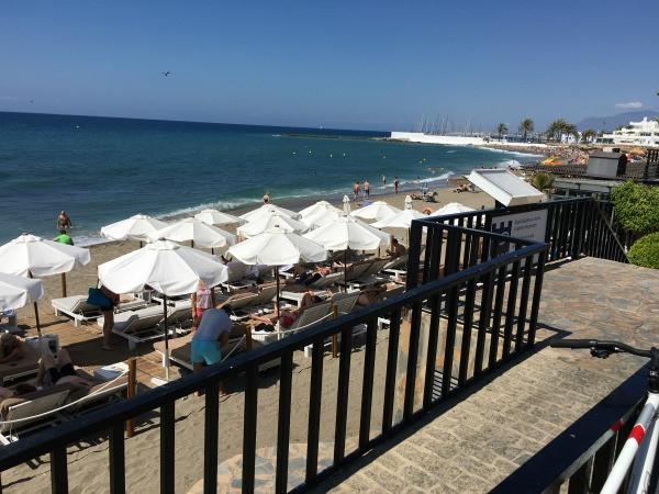 hotel fuerte marbella beach club & lounge chairs