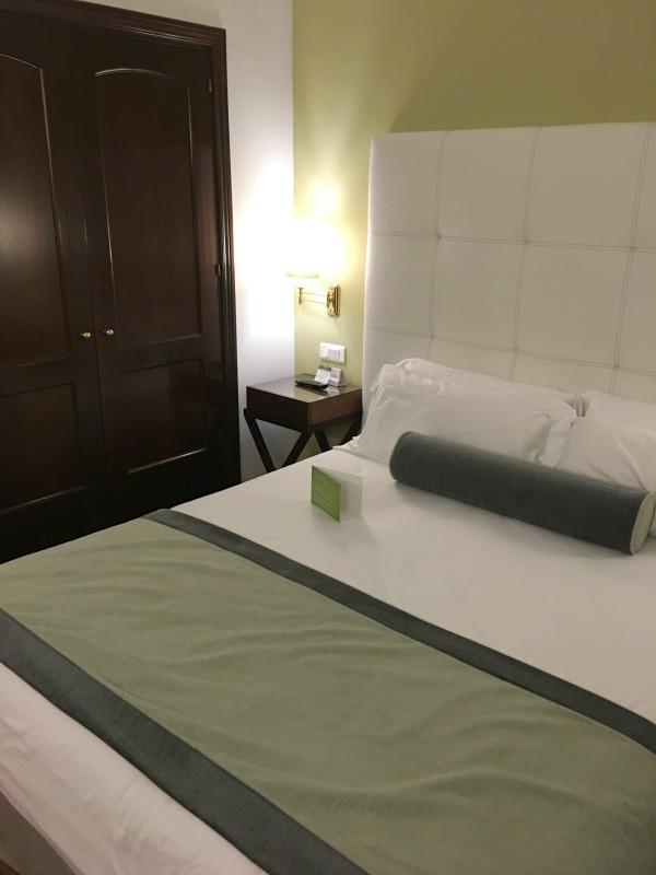 hotel fuerte marbella bed