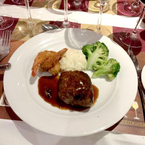 dining on ncl breakaway 4