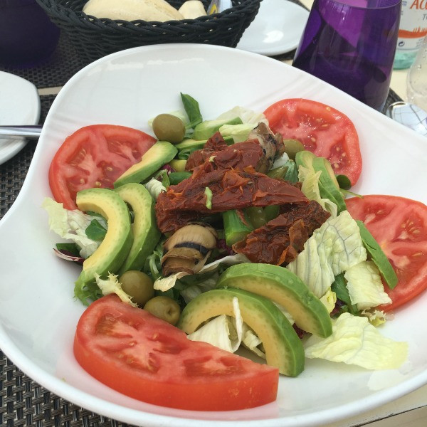 spanish salad with avocado