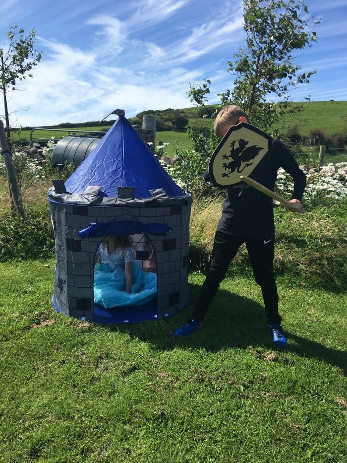 pretend to bee pop up tent