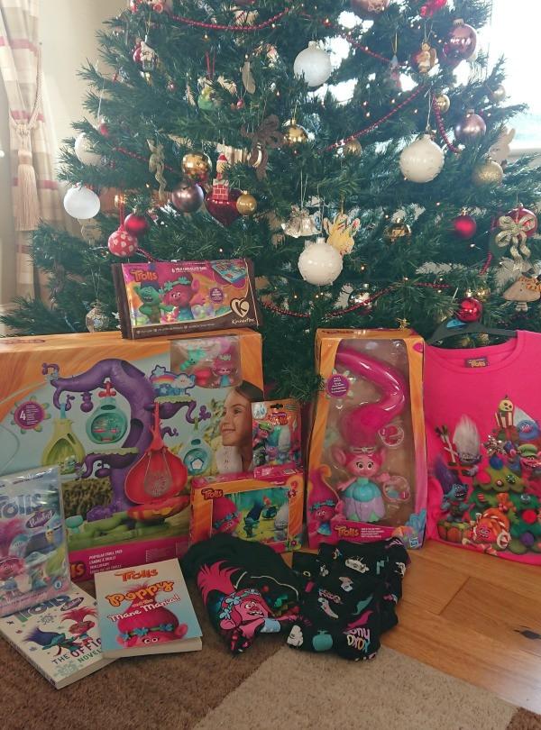 troll bundle under the tree