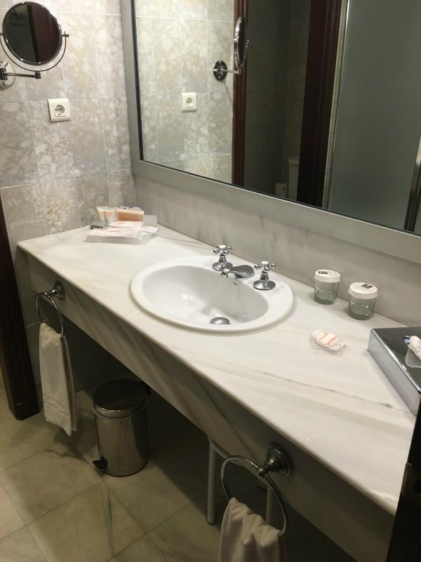 hotel fuerte marbella bathroom