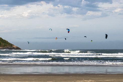 Kitesurf - Windsurf - Barra de Ibiraquera - Mar - Praia do Rosa_edited_edited.jpg