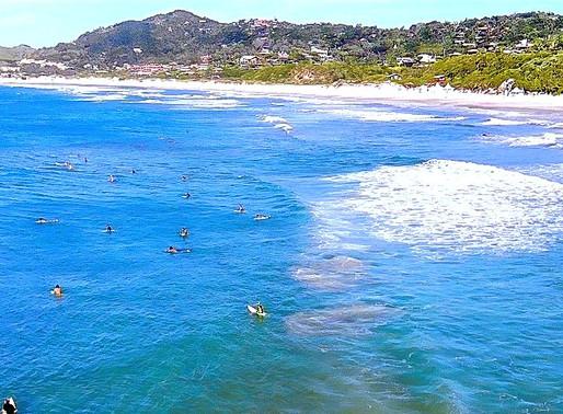 Seja Bem Vindo, olá Verão! A Praia do Rosa é um destino promissor para realizar as férias ideais.