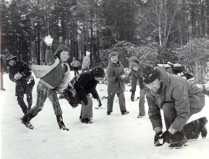 snow fight on braidwood loch.jpg