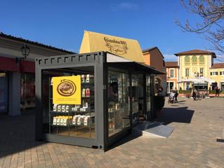 Apre a Serravalle Outlet un centro Caffarell con un gianduiotto gigante made in Gsmart