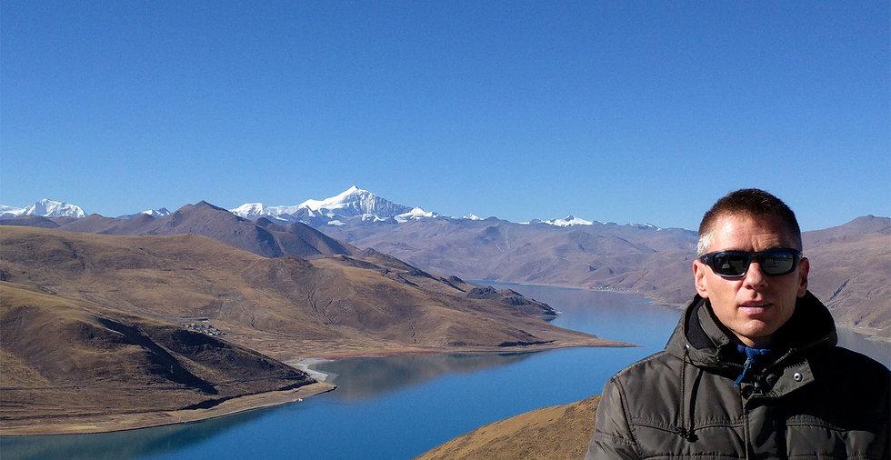 Stephen Shaw at Yamdrok Lake, Tibet