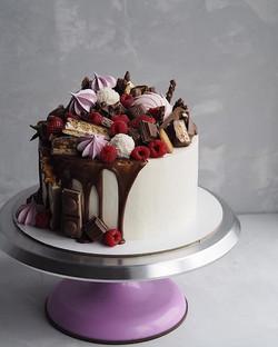 Гора ягод и сладостей