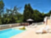 Abreuvoir, terras beneden bij privé zwembad