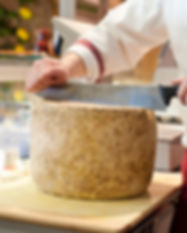 Italiani Formaggio Parmigiano Deli