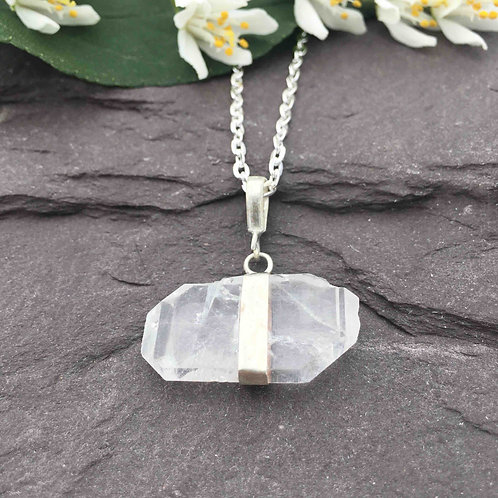 Fden Quartz Necklace
