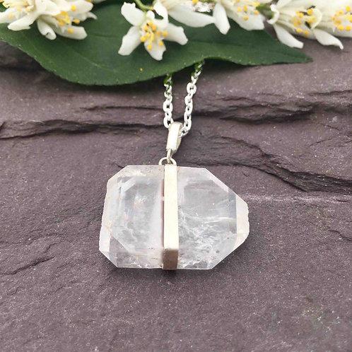 Faden Quartz Necklace
