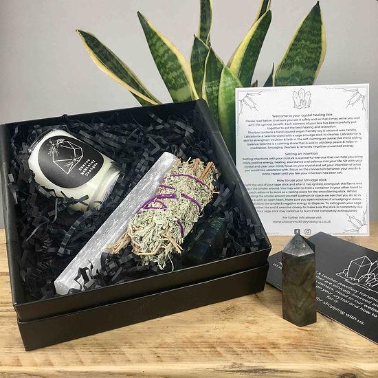 crystals-sage-candle-healingbox.jpg