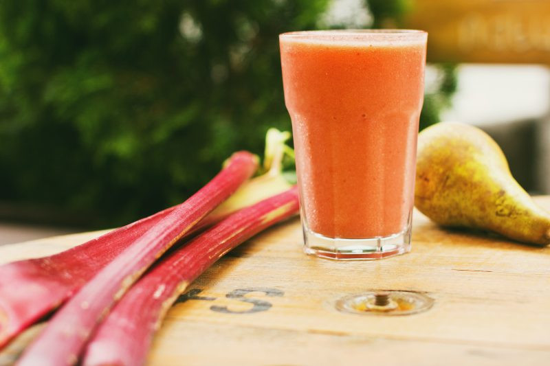 https://freestocks.org/photo/pear-rhubarb-smoothie/