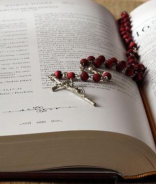 beads-bible-blur-236339.jpg