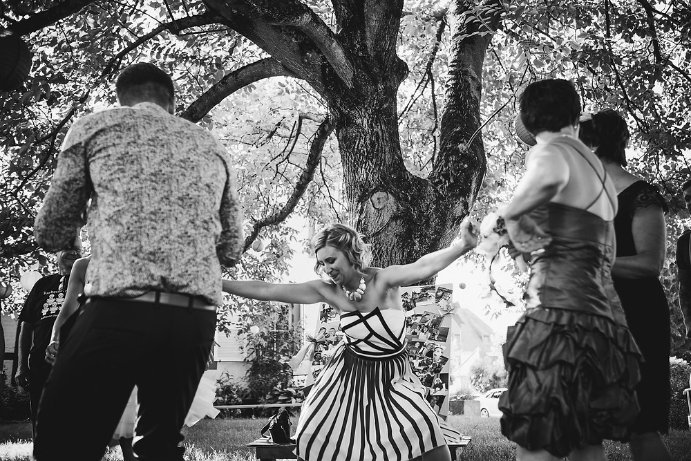 Mariage à l'ombre en été